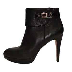 Vero Cuoio Black Heeled Zip Up Ankle Bootie